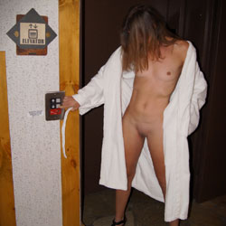 Nirvana Hallway - Nude Girls, Public Exhibitionist, Flashing, Public Place, Small Tits, Shaved, Amateur