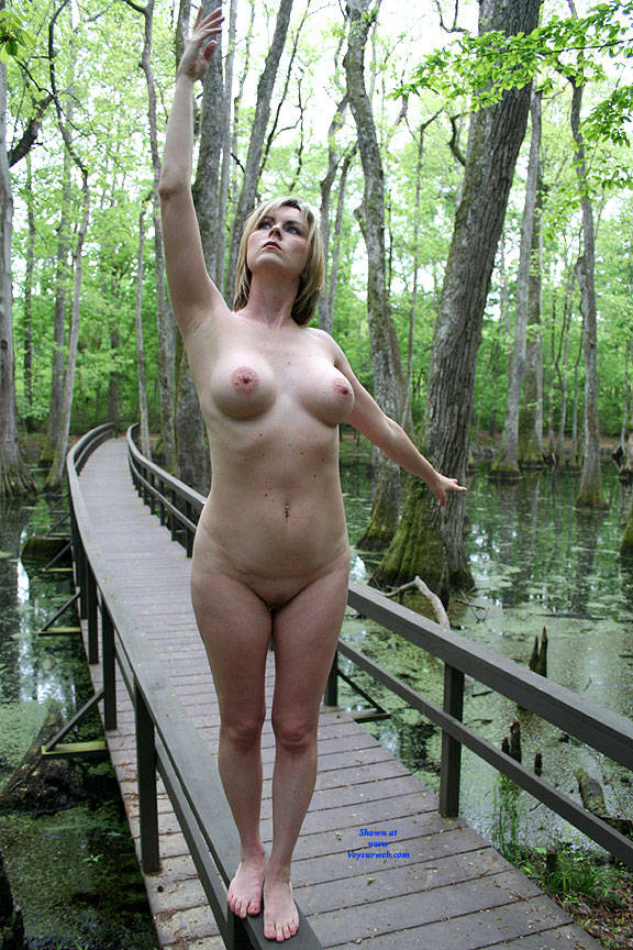 Pic #5 On The Bridge - Nude Girls, Big Tits, Outdoors, Amateur