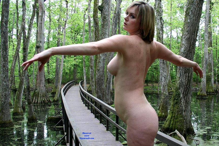 Pic #9 On The Bridge - Nude Girls, Big Tits, Outdoors, Amateur