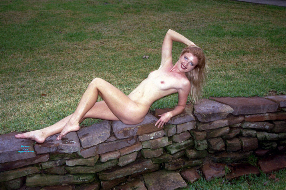 Pic #2 Nude Frolicking - Nude Girls, Outdoors, Amateur