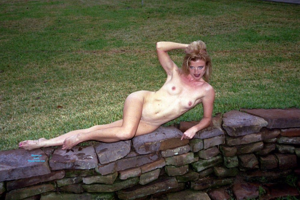 Pic #4 Nude Frolicking - Nude Girls, Outdoors, Amateur