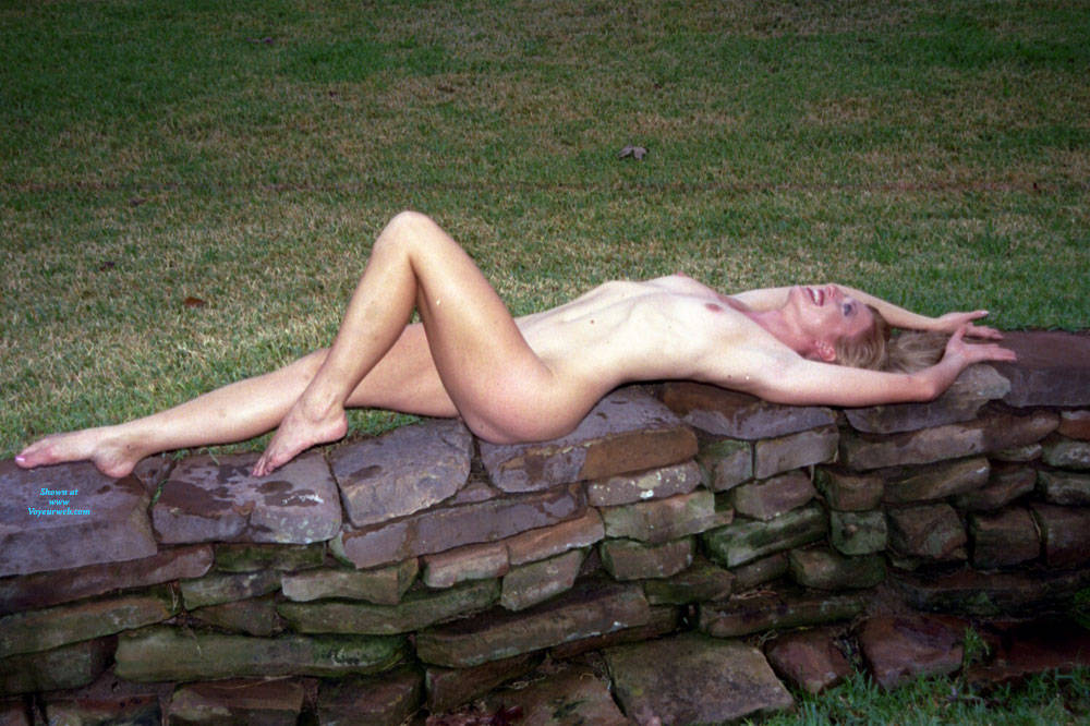 Pic #5 Nude Frolicking - Nude Girls, Outdoors, Amateur