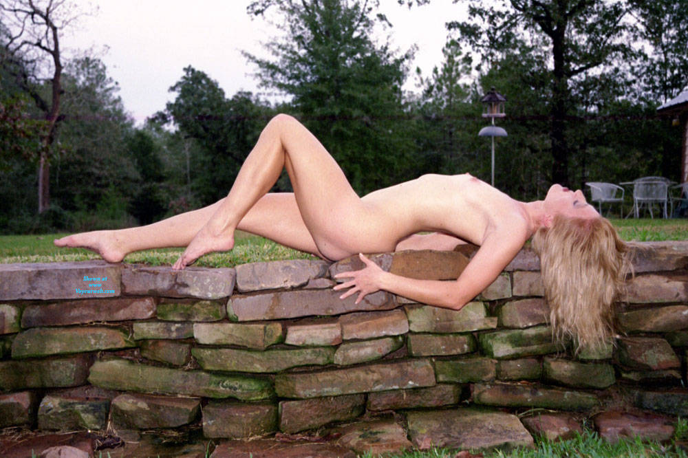 Pic #7 Nude Frolicking - Nude Girls, Outdoors, Amateur