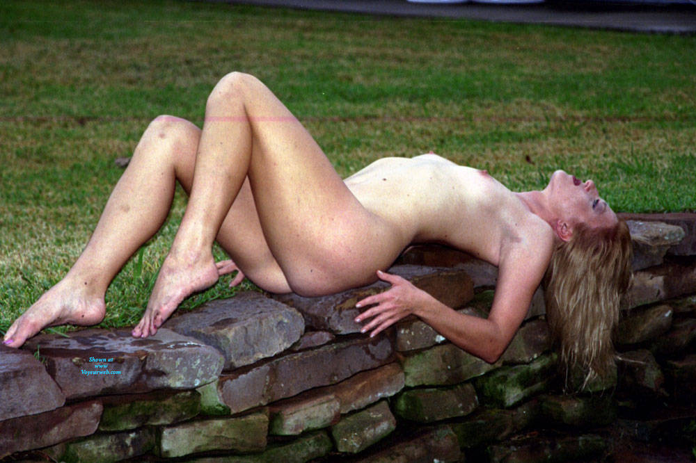 Pic #8 Nude Frolicking - Nude Girls, Outdoors, Amateur