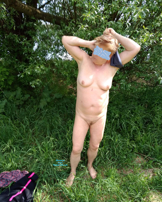 Pic #6 Walk In Nature 2 - Nude Girls, Big Tits, Outdoors, Bush Or Hairy, Amateur, Girls Stripping, Nature