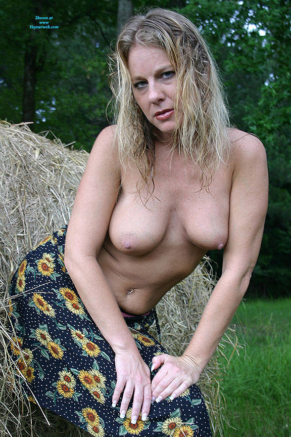 Pic #2 Haybales - Nude Girls, Big Tits, Blonde, Outdoors, Amateur