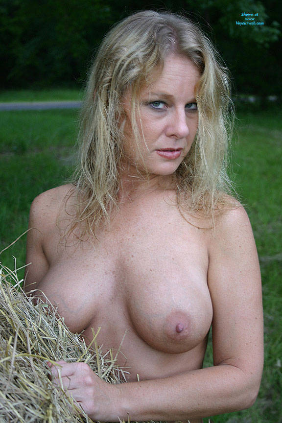 Pic #6 Haybales - Nude Girls, Big Tits, Blonde, Outdoors, Amateur