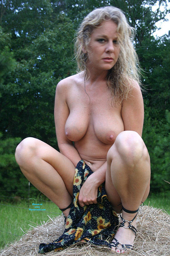 Pic #10 Haybales - Nude Girls, Big Tits, Blonde, Outdoors, Amateur