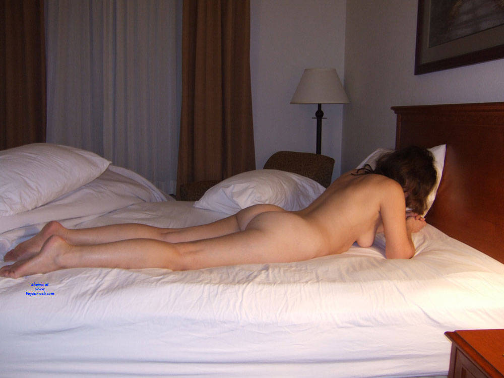 Pic #5 Holiday Inn Layover - Nude Wives, Brunette, Bush Or Hairy, Amateur, Mature