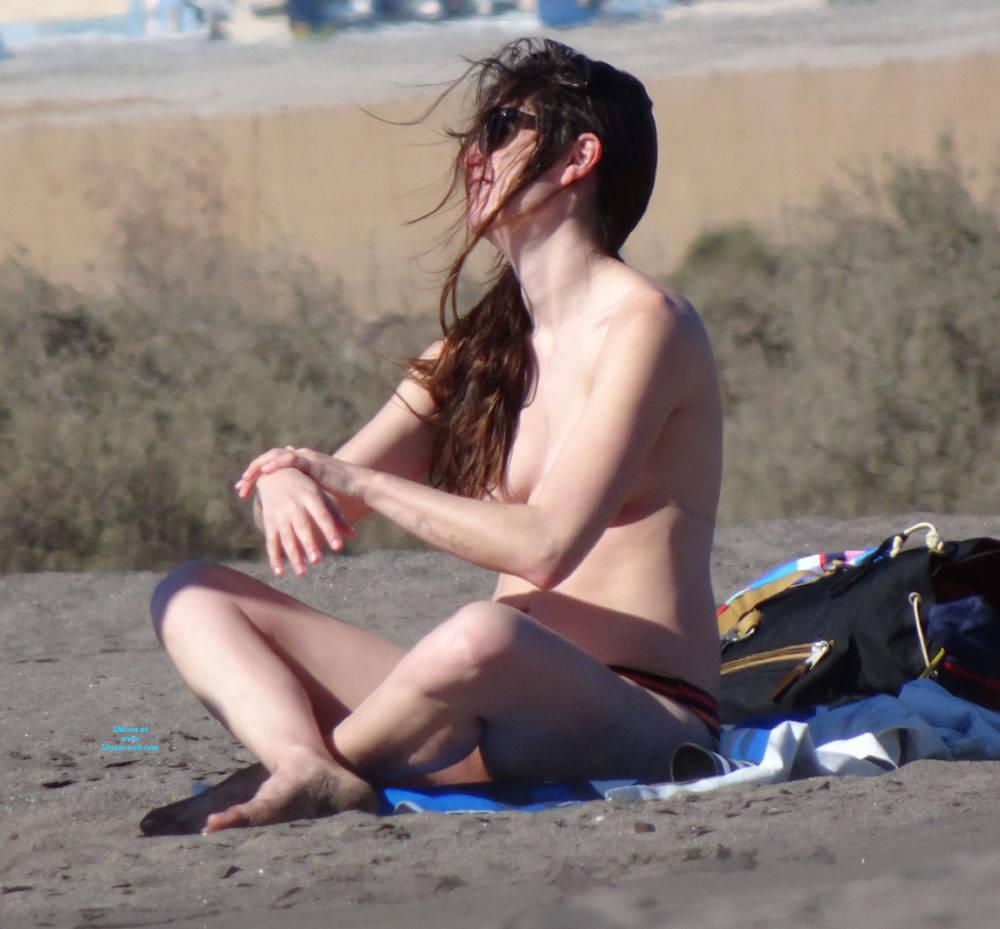 Pic #4 Canaries Beach - Topless Girls, Brunette, Outdoors, Beach Voyeur