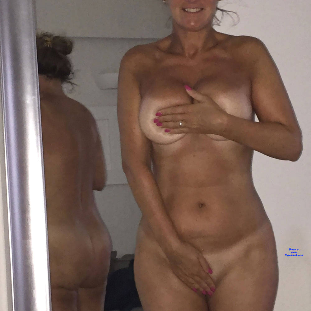 Pic #1 Rounds Like A Coke Bottle - Nude Girls, Amateur