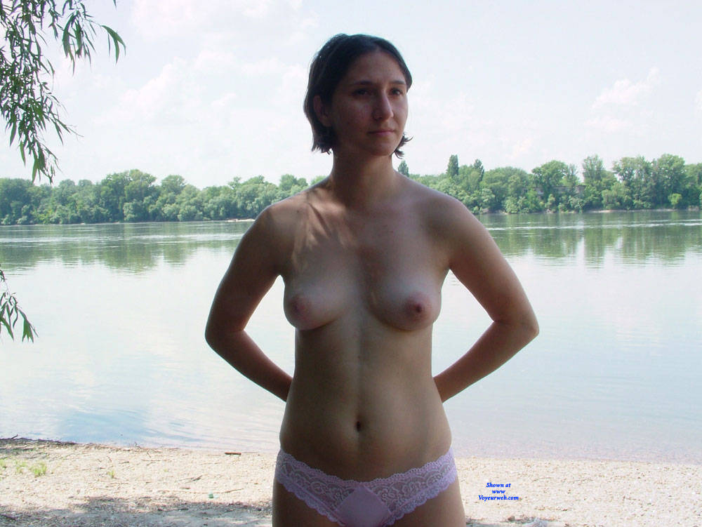 Pic #4 Beach - Topless Girls, Beach, Brunette, Outdoors, Amateur, European And/or Ethnic