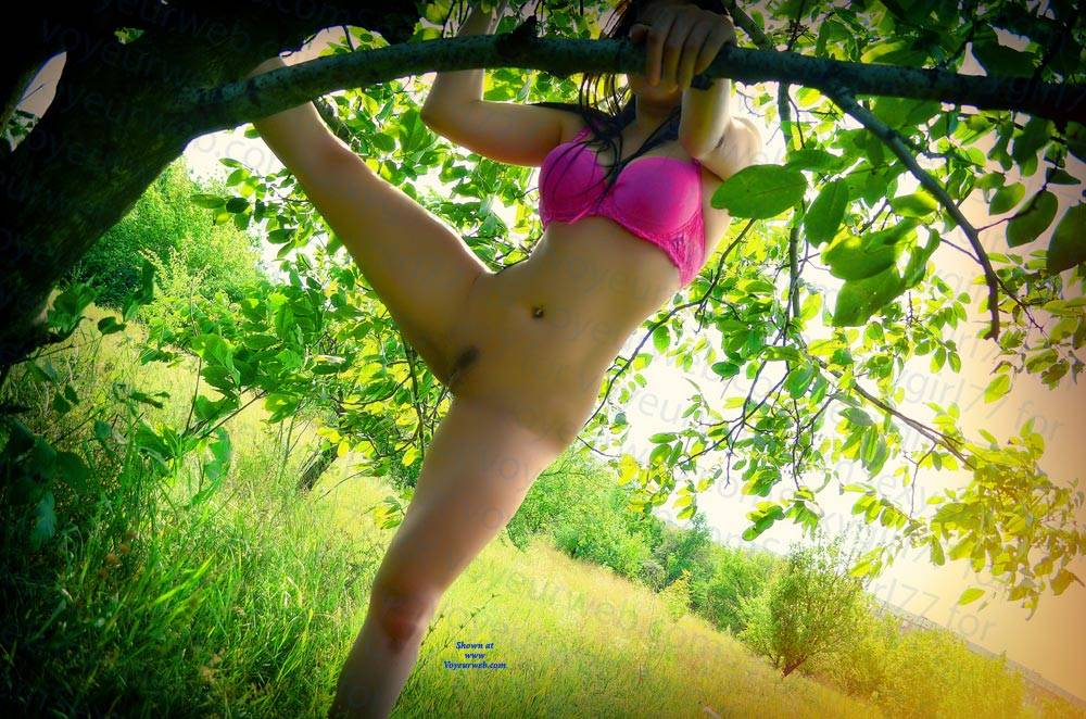 Pic #8 All In Green - Nude Girls, Brunette, Outdoors, Amateur