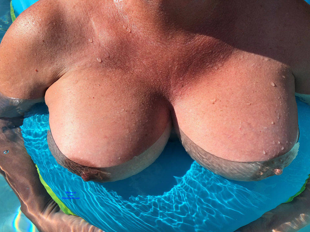 Pic #4 Pool Party - Big Tits, Outdoors, Amateur