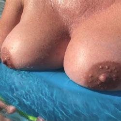 SloMo Wet Titties - Big Tits, Outdoors, Wet Tits