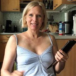Susi Braless At Home! - Blonde, Amateur