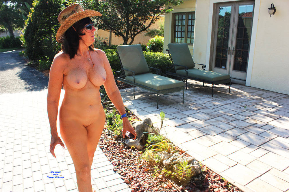 Pic #5 Naked In The Neighborhood - Nude Girls, Big Tits, Brunette, Public Exhibitionist, Outdoors, Public Place, Shaved, Amateur