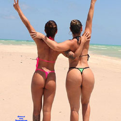 Brasileiras Exibidas Com Seus Bikini - Beach, Brunette, Outdoors, Bikini Voyeur, Firm Ass, Tattoos, Beach Voyeur