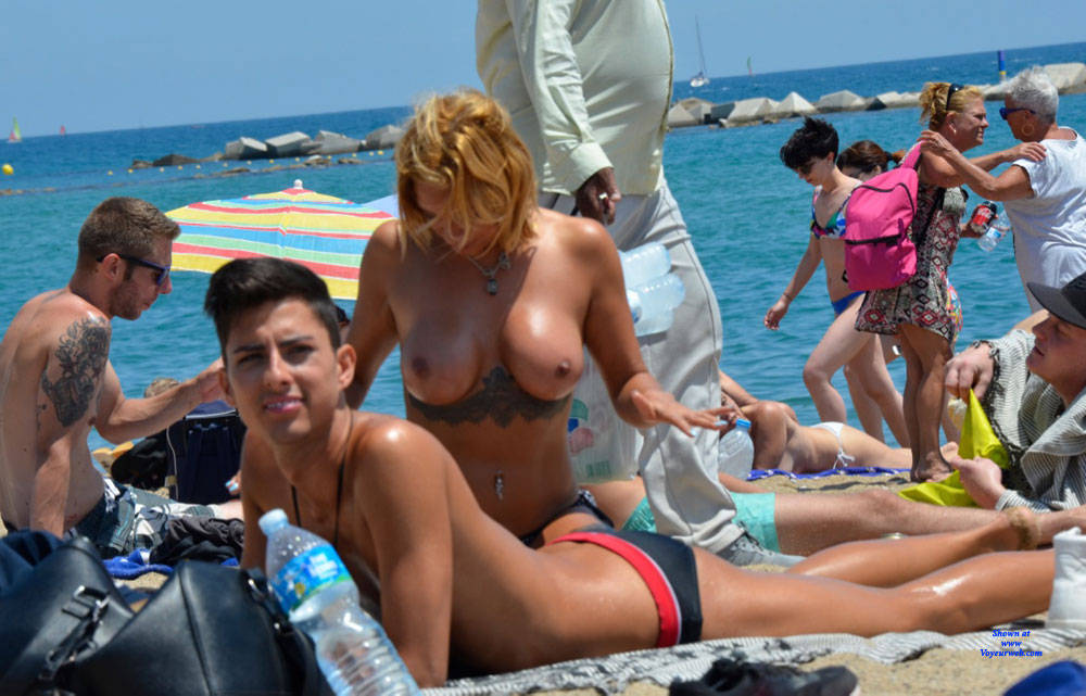 Pic #3 Sunshine At Barcaloneta - Topless Girls, Beach, Big Tits, Outdoors, Firm Ass, Tattoos, Beach Voyeur