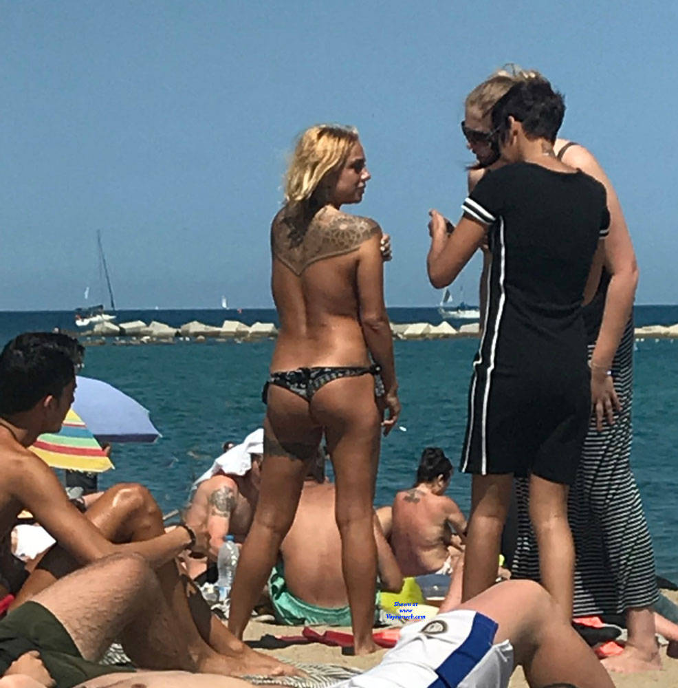 Pic #8 Sunshine At Barcaloneta - Topless Girls, Beach, Big Tits, Outdoors, Firm Ass, Tattoos, Beach Voyeur