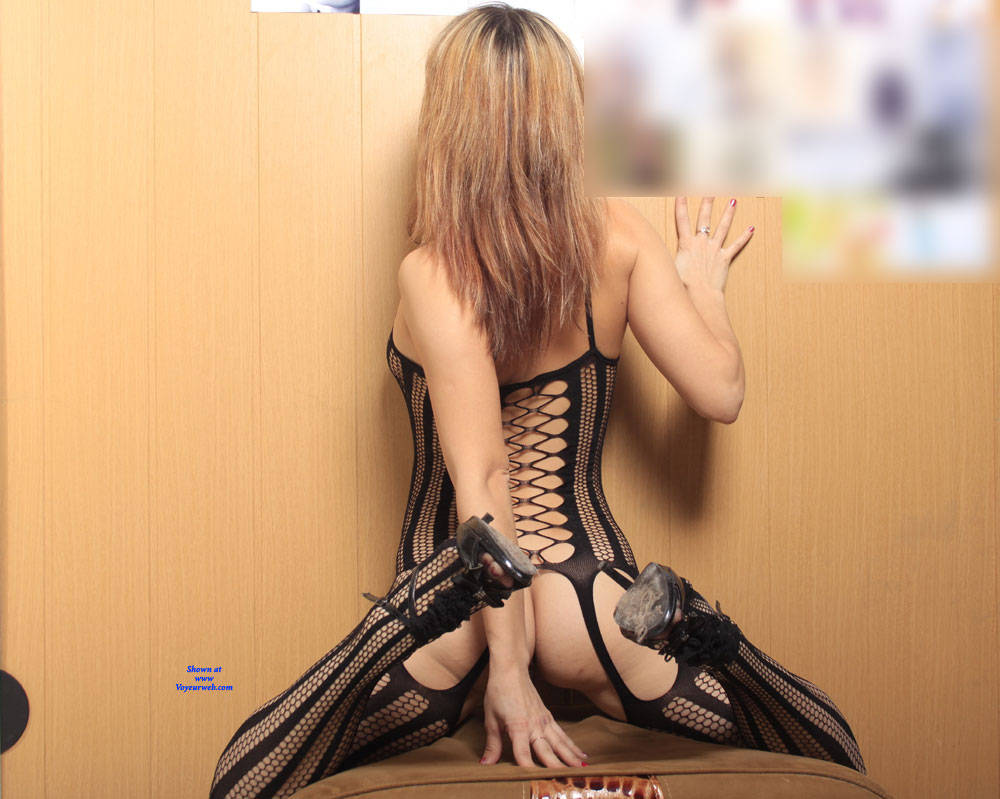 Pic #6 A Fish In A Grid - High Heels Amateurs, Lingerie, Shaved, Firm Ass