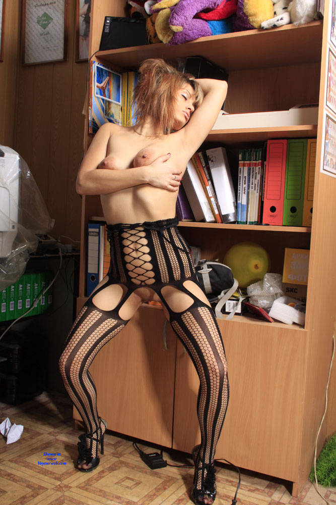 Pic #8 A Fish In A Grid - High Heels Amateurs, Lingerie, Shaved, Firm Ass