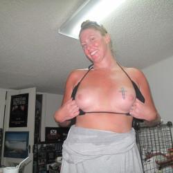 Medium tits of my room mate - zeeka