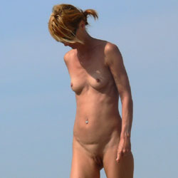 Milf On The Beach - Nude Girls, Beach, Outdoors, Beach Voyeur