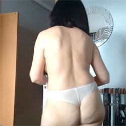 Isabel Shaking Her Horny Ass - Brunette, Wife/wives, Amateur