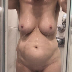 Duschen - Nude Wives, Big Tits, Bush Or Hairy, Amateur, Wet Tits