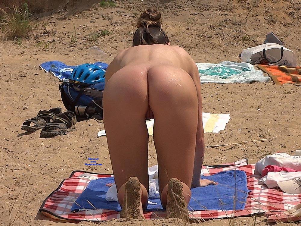 Pic #6 Lonely Girls - Nude Girls, Beach, Brunette, Outdoors, Firm Ass, Beach Voyeur