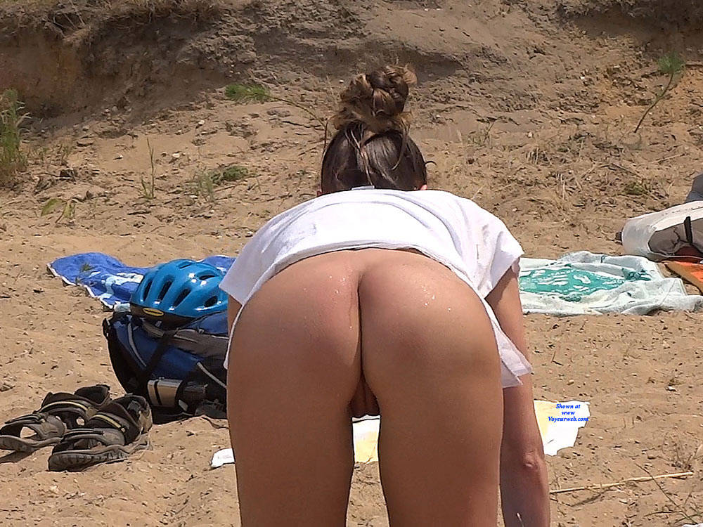Pic #7 Lonely Girls - Nude Girls, Beach, Brunette, Outdoors, Firm Ass, Beach Voyeur