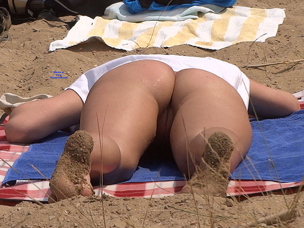 Pic #8 Lonely Girls - Nude Girls, Beach, Brunette, Outdoors, Firm Ass, Beach Voyeur