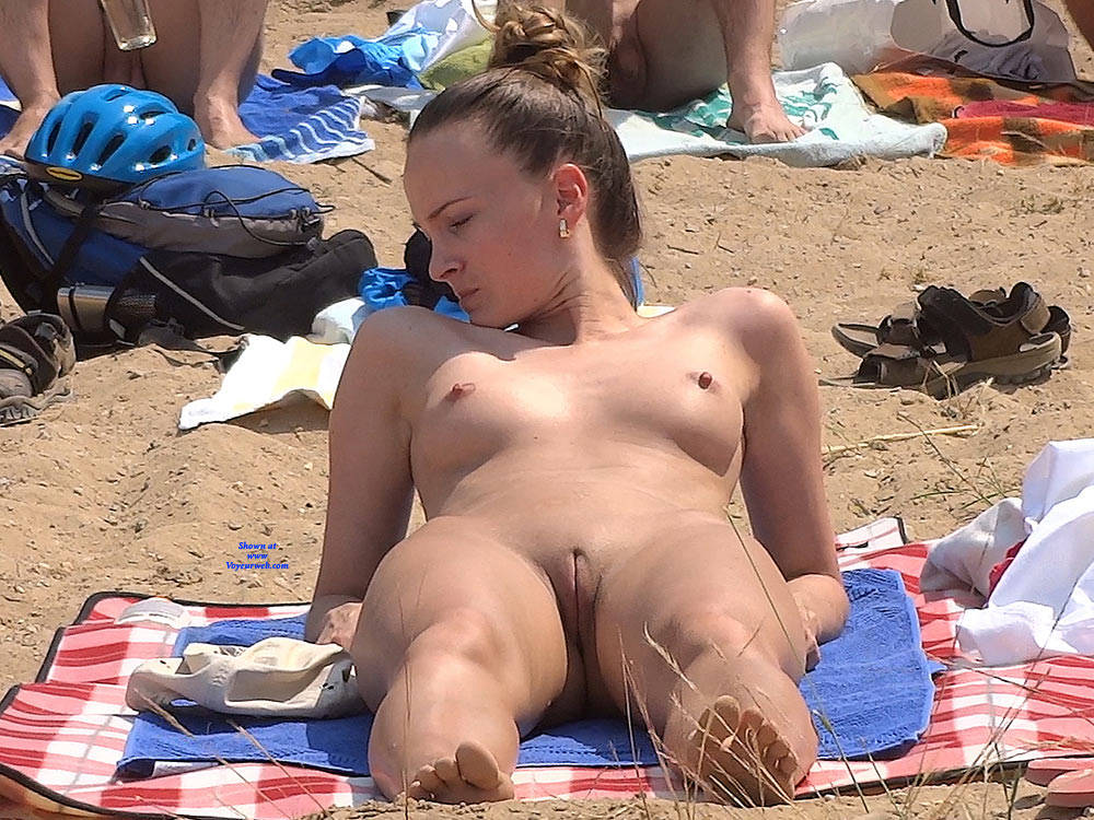 Pic #9 Lonely Girls - Nude Girls, Beach, Brunette, Outdoors, Firm Ass, Beach Voyeur