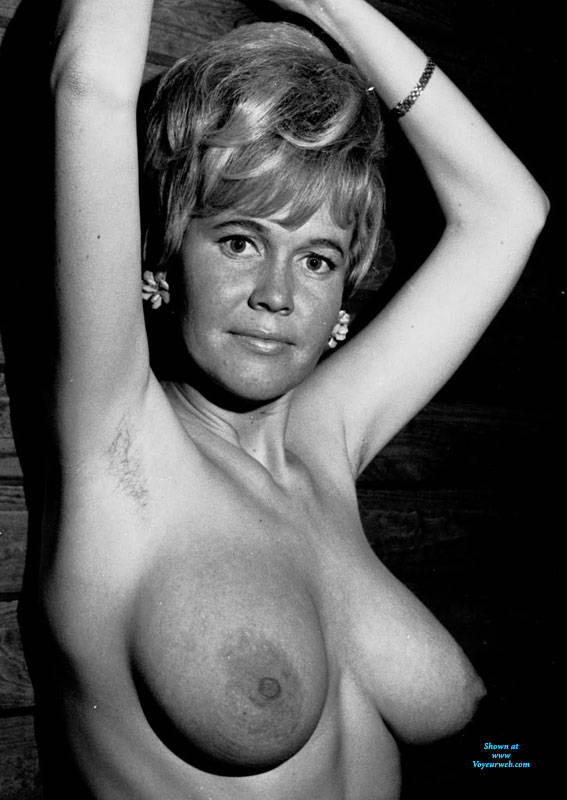 Pic #5 Gita - Nude Girls, Big Tits, Bush Or Hairy, Amateur