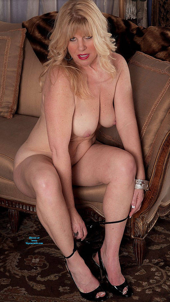 Pic #4 Undressed For Fun - Nude Wives, Big Tits, Blonde, High Heels Amateurs, Mature