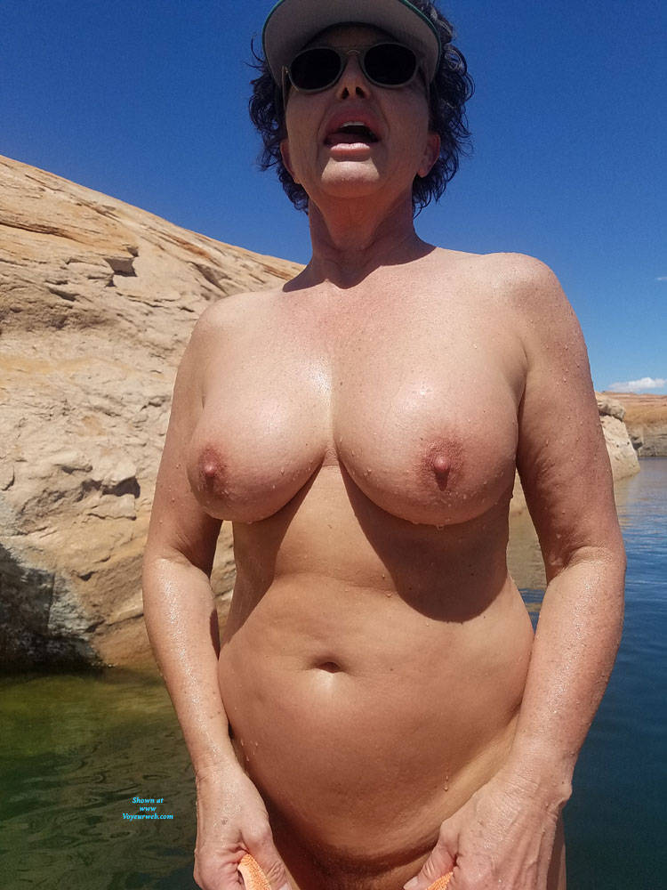 Pic #9 Cub Showing Off - Nude Wives, Big Tits, Brunette, Mature