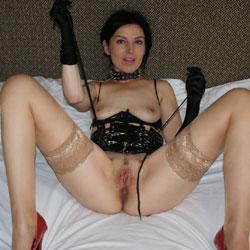 Pussycat - Brunette, High Heels Amateurs, Lingerie, Amateur, stockings pics, legs spread wide open, Mature