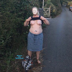 Libby In The Countryside - Topless Wives, Big Tits, Outdoors, Amateur
