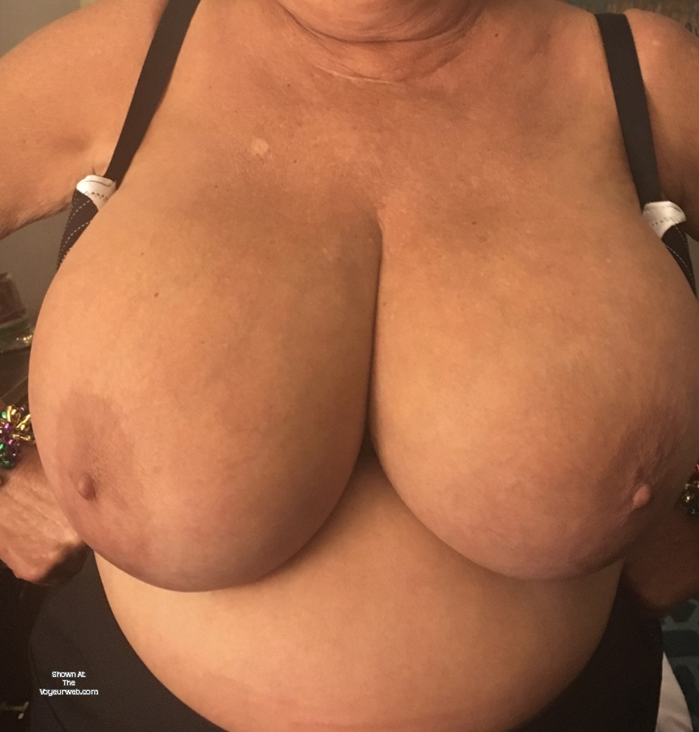 Pic #1 Very large tits of my wife - Angie