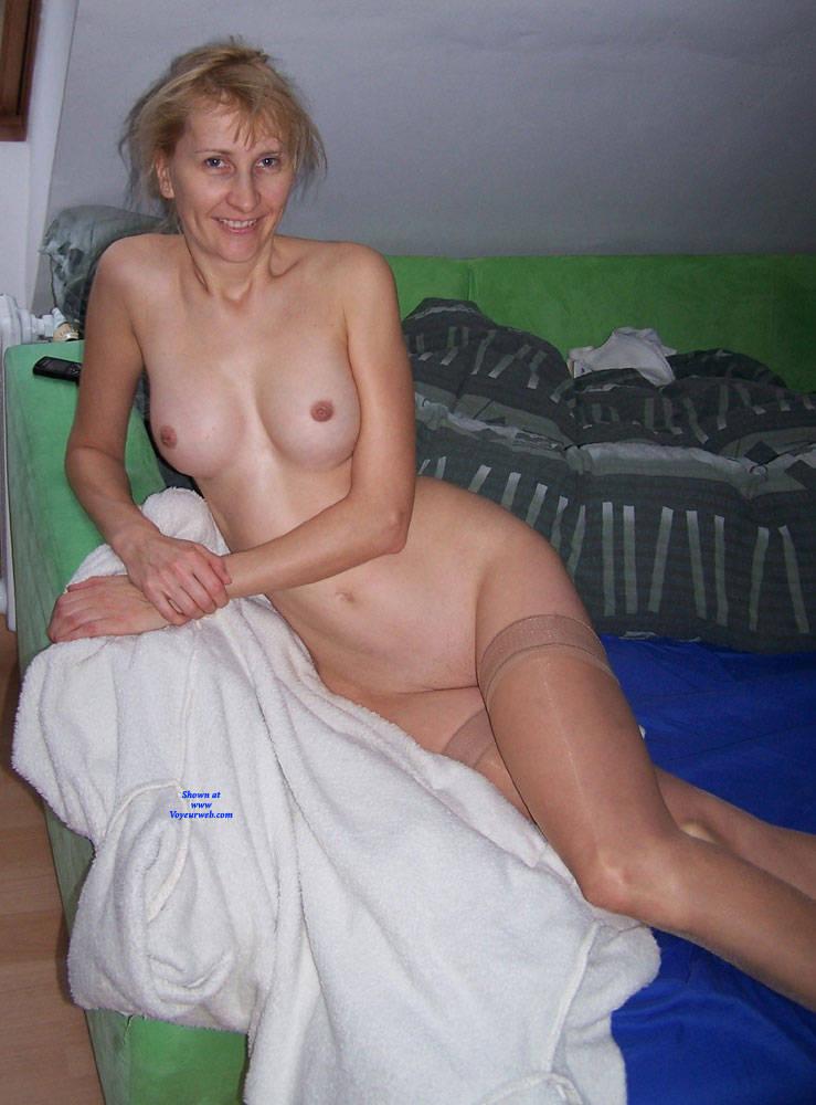Amateur enjoys first big dick