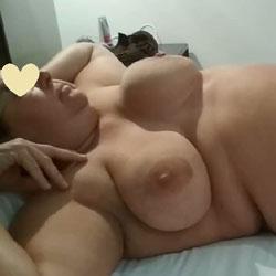 Gordita Desnuda en la Cama - Nude Girls, Bbw, Big Tits, Amateur