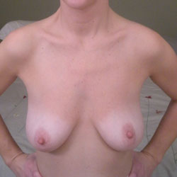 So Sweet Are Her Shaved Lips - Nude Girls, Big Tits, Amateur