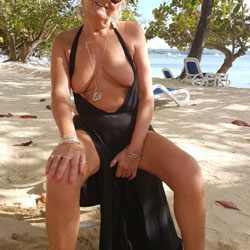 Jamaican Vacation - Mature, Outdoors, Shaved, Amateur