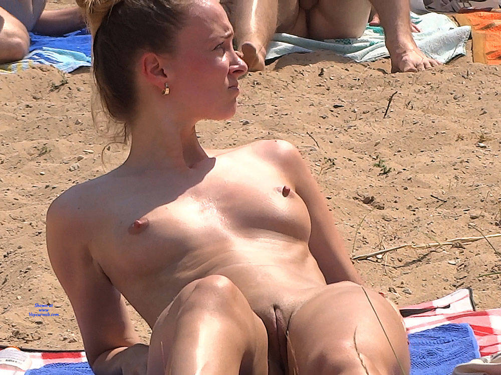 Pic #9 Lonely Girl 2 - Nude Girls, Beach, Brunette, Outdoors, Shaved, Beach Voyeur