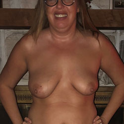 Posing For My Hubby - Topless Wives, Mature, Amateur