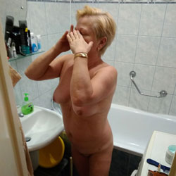 Morning 2 - Nude Wives, Mature, Amateur