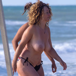 The Big Boobs Manic Is Back - Topless Girls, Beach, Big Tits, Outdoors, Beach Voyeur