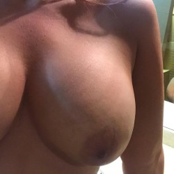 Large tits of my girlfriend - Apple