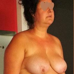 Gordita Posando Mostrando Sus Tetas, Chochito y Culito - Nude Girls, Big Tits, Brunette, Amateur